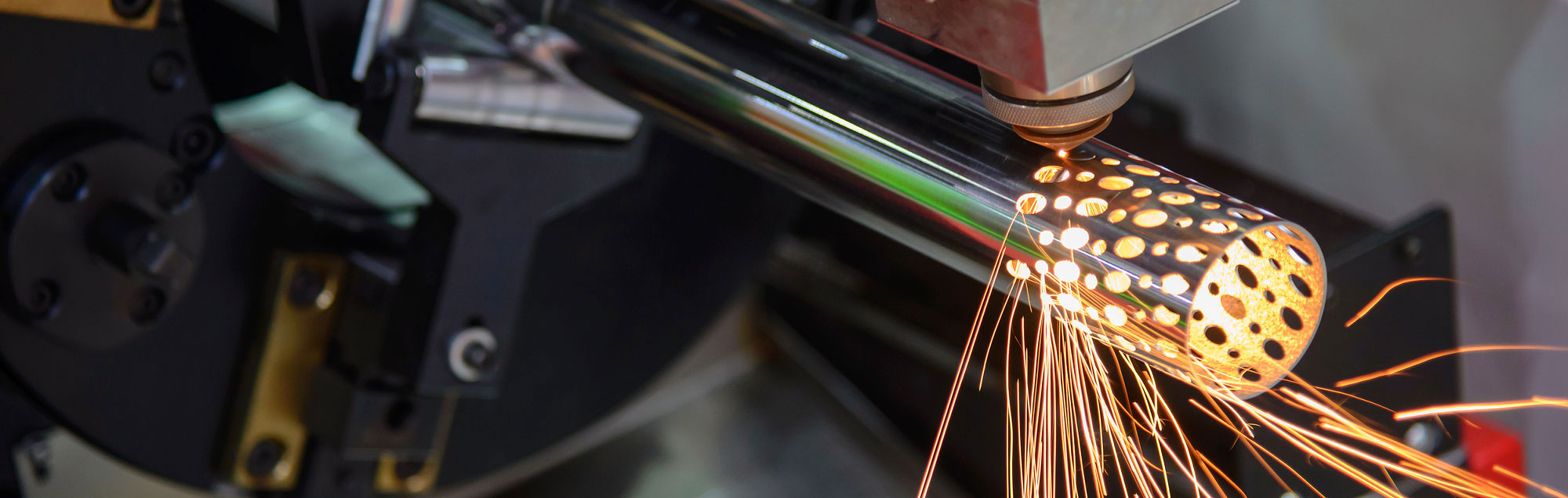 New fiber laser for laser cutting sheets and tubes